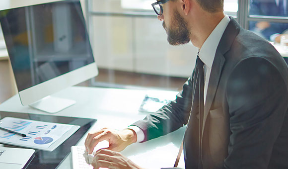 cbusiness man using computere